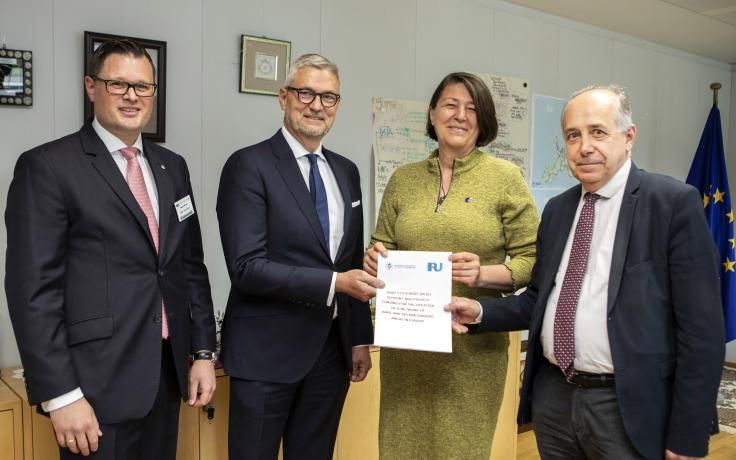 Social partners in road transport stand together to demand EU action on safe and comfortable truck parking areas