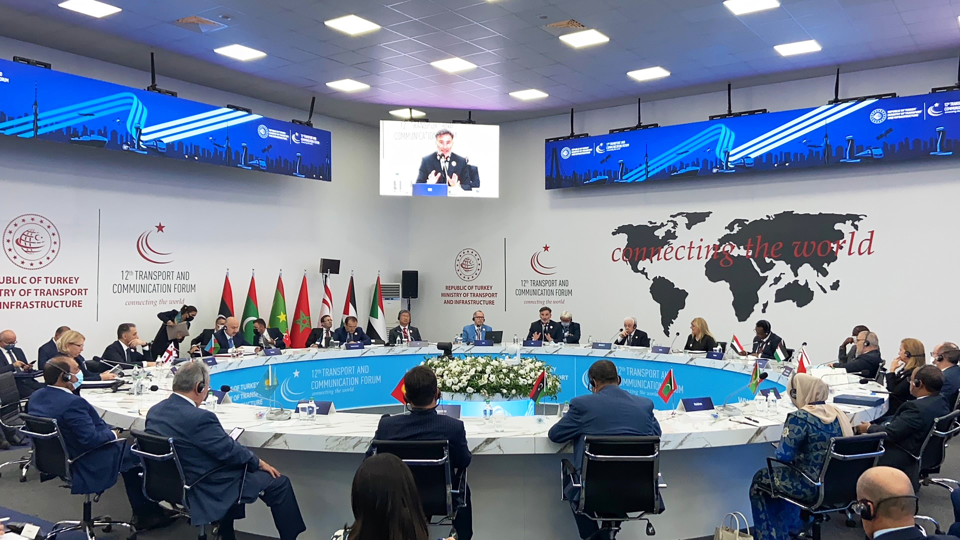 IRU Secretary General Umberto de Pretto has addressed 14 ministers of transport in a closed door round table session during the 12th Transport and Communication Forum, hosted by the Turkish Ministry of Transport